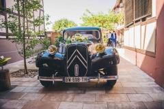 Une voiture de collection pour un mariage