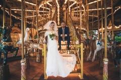 Les mariés sur un caroussel