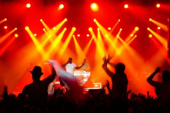 Idéal pour vos gros événements, concerts, éclairage d'ambiance, hyper puissante.