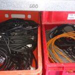 Louez et trouver tous les câbles nécessaires à vos branchements.L'ensemble de ces c�bles sont en parfait �tat. Vous n'avez plus qu'à brancher et profiter de vos éclairages, musiques, ect..